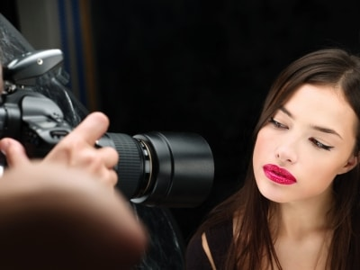 小規模企業が動画コンテンツの撮影に使うカメラはどのタイプがいい?一眼レフ?ハンディカム?