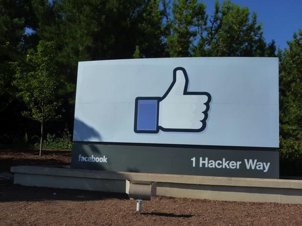 Facebook本社にバスを使っていく予定がハプニング発生で、すべて徒歩で行くことになった。